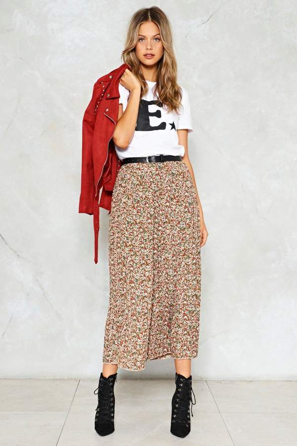 nastygal One Moment Pleat Floral Skirt
