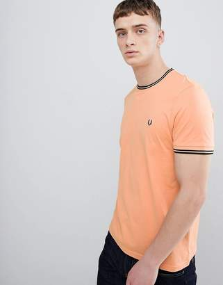 Fred Perry twin tipped t-shirt in apricot