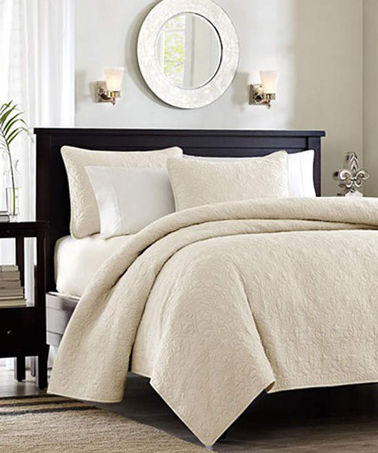 Ivory Ornate Beth Quilt Set