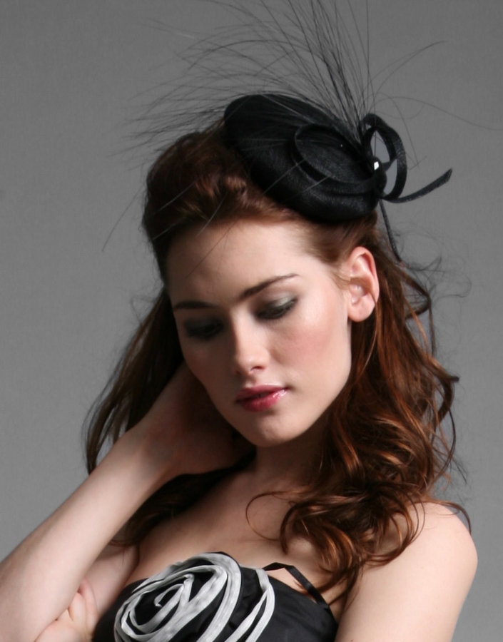 Coast Mini Beret Fascinator With Loop And Feather Detail