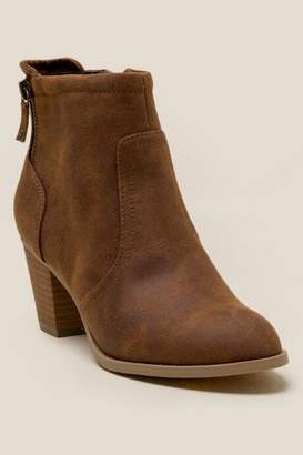 Report Cassia Distressed Ankle Boot - Camel