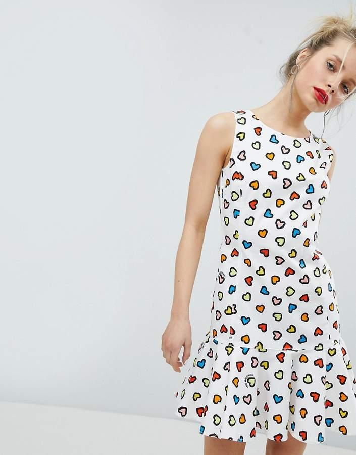 – Kleid mit Herzmotiv