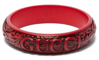 Gucci Logo And Snake Carved Resin Bangle - Womens - Red