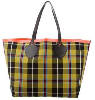 a06d7db20 Burberry 2018 Vintage Check Giant Reversible XL Tote