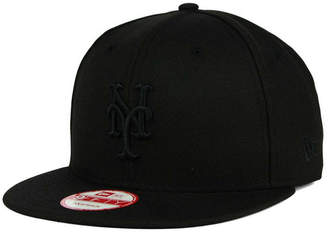 super popular 09be0 f4fa2 New Era New York Mets Black on Black 9FIFTY Snapback Cap