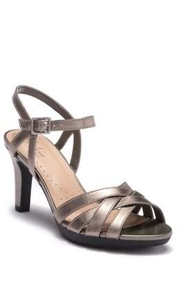 Clarks Adriel Wavy Leather Sandal