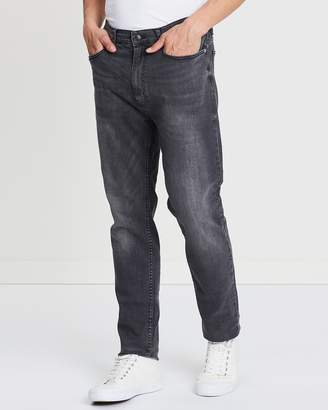 Stretch Tapered Jeans