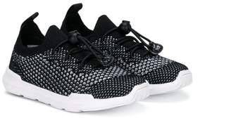 Akid Shuterland sneakers