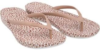 FitFlop Womens Iqushion Ergonomic Flip Flops Nude Bubbles