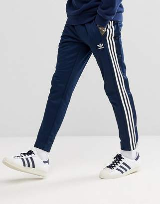 adidas adicolor Popper Joggers In Navy CW1285