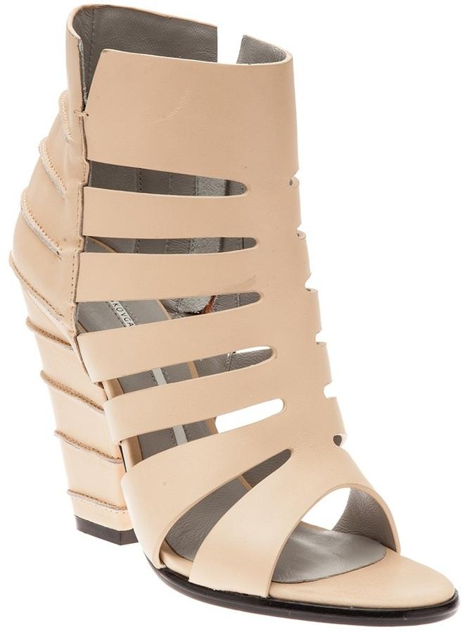 Cage line sandal