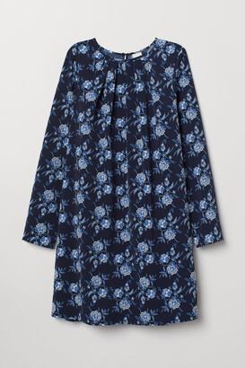 864689485e1a8 Blue Round Neckline Dresses - ShopStyle UK