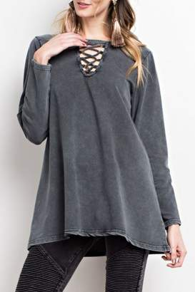 Easel Mineral-Washed Keyhole Top