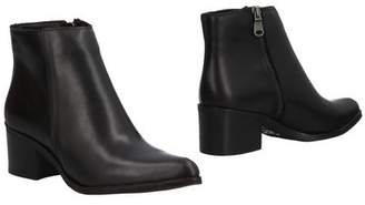 Echo Ankle boots
