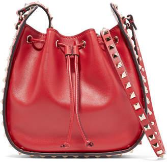 Valentino Garavani The Rockstud Leather Bucket Bag - Claret