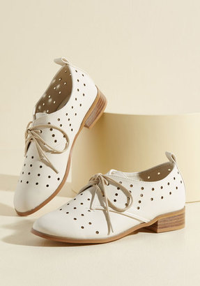 Inspiring Excursion Oxford Flat in Eggshell in 11 $14.99 thestylecure.com