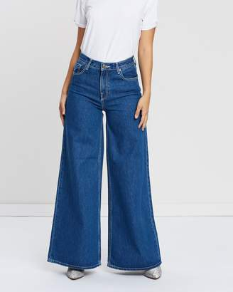 Only Alisia High-Waisted Super Wide Denim Jeans