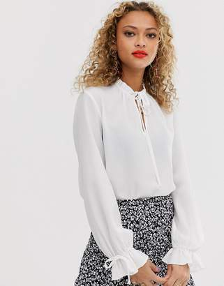 New Look tie detail blouse in white