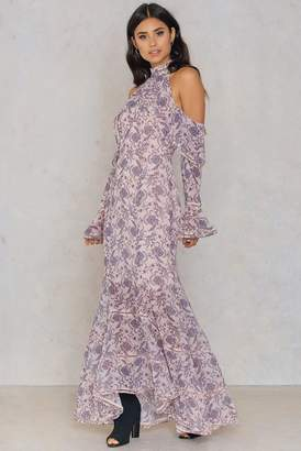 Keepsake Lovers Holiday Gown Wallpaper Floral