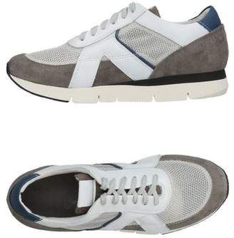 O.x.s. Low-tops & sneakers