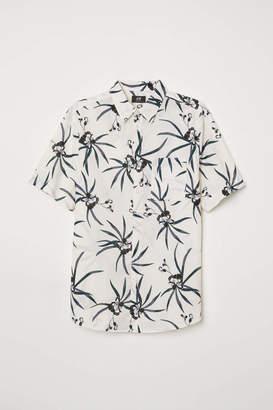 H&M Regular Fit Cotton Shirt - Dark blue/small floral - Men