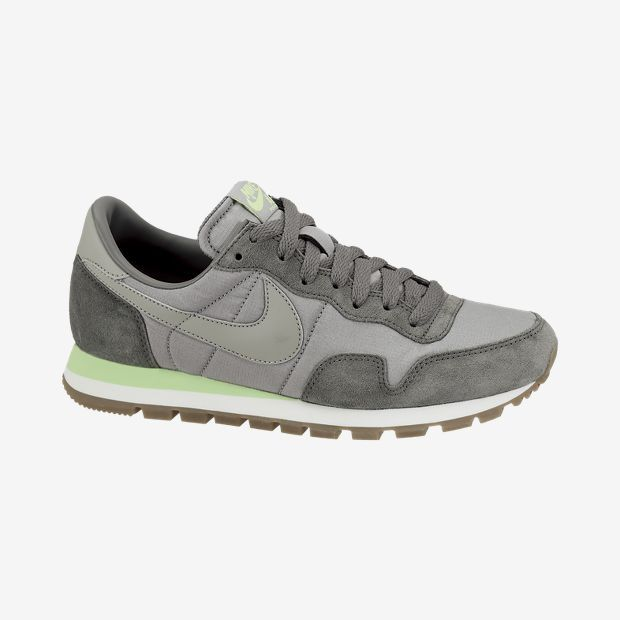 Nike Pegasus 83 Women's Shoe