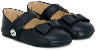 La Stupenderia scalloped trim crib shoes
