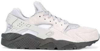 Nike Huarache Run SE sneakers