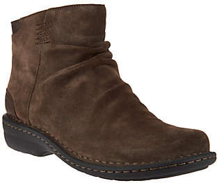 Clarks Artisan Suede Back Zip Ankle Boots -Avington Swan