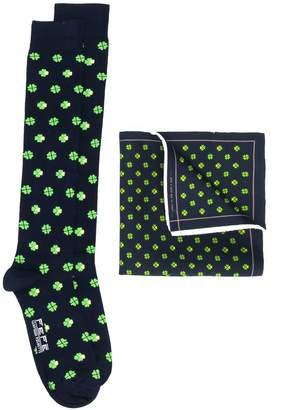 fe-fe Clover patterned socks and handkerchief set