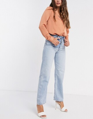 Levi's Ribcage straight leg ankle grazer jeans in bleach wash