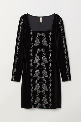 H&M Fitted velour dress