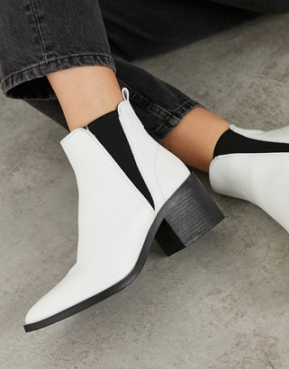 Schuh Charlotte mid-heeled ankle boot in white
