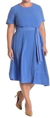 Donna Morgan Short Sleeve Contrast Stitch Dress (Plus Size)