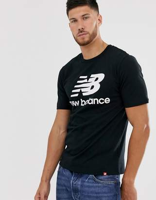 New Balance t-shirt with large logo in black-Grey