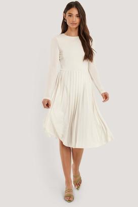 NA-KD Long Sleeve Pleated Dress