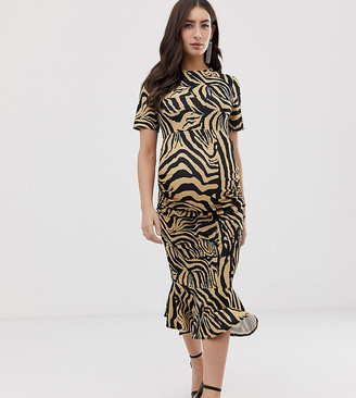 Queen Bee Maternity short sleeve dress in zebra print