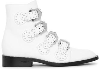 Givenchy Elegant white flat boots