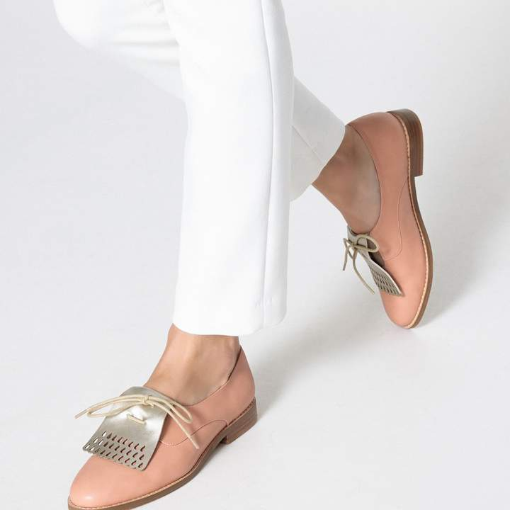 d6eb3374b3844 COLLECTIONS Brogues with Metallic Fringed Tab