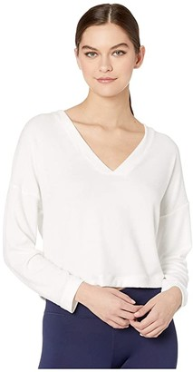 Onzie Weekend V-Neck Tee (White) Women's Clothing