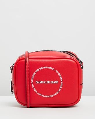 Calvin Klein Jeans Sculpted Camera Bag