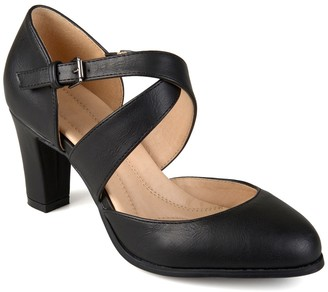 Journee Collection Ainsli Round Toe Pump