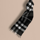 Burberry The Large Classic Cashmere Scarf In Check