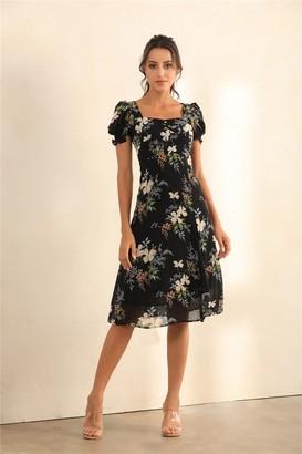 Miss Floral Floral Print Puff Shoulder Split Midi Dress In Black