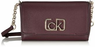 Calvin Klein Women's Cast Flap Xbody Cross-Body Bag Black (Black) 8x16x25 cm (W x H x L)