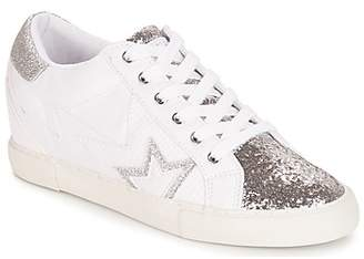 GUESS POINT women's Shoes (Trainers) in White