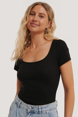 NA-KD Deep Roundneck Short Sleeve Ribbed Top
