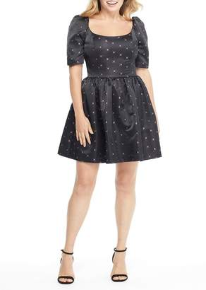 Gal Meets Glam Maude Daisy Satin Jacquard Bow Back Dress (Regular & Plus Size)