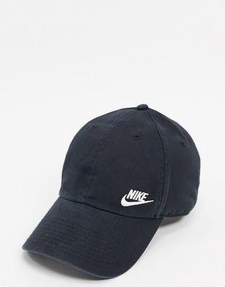 Nike Swoosh cap in black