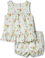 Gap Floral tulip top and short set